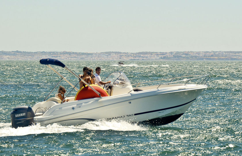 Bateaux à moteurs en Algarve