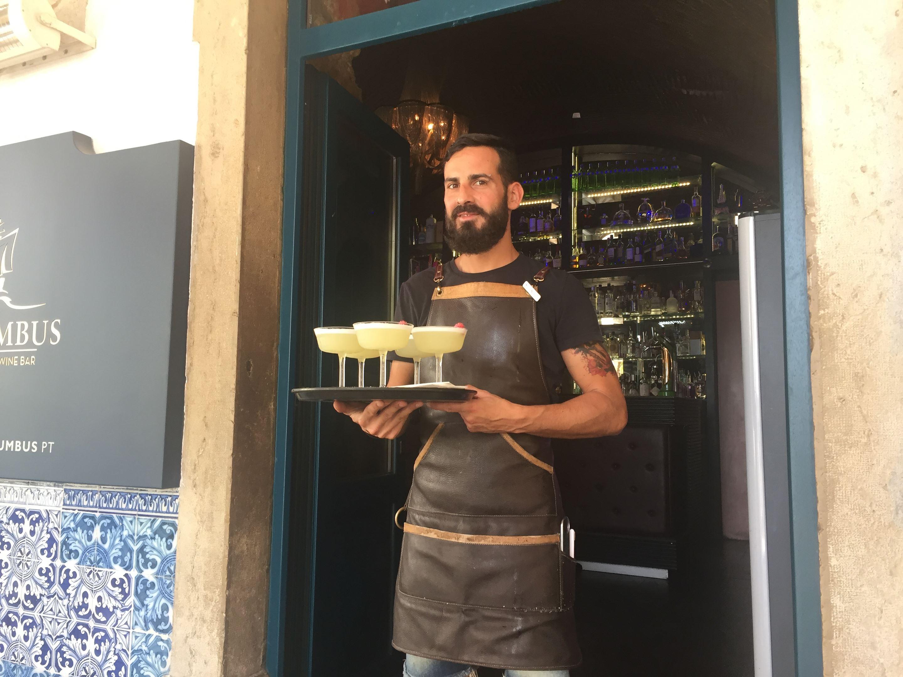 Bar Columbus, Faro