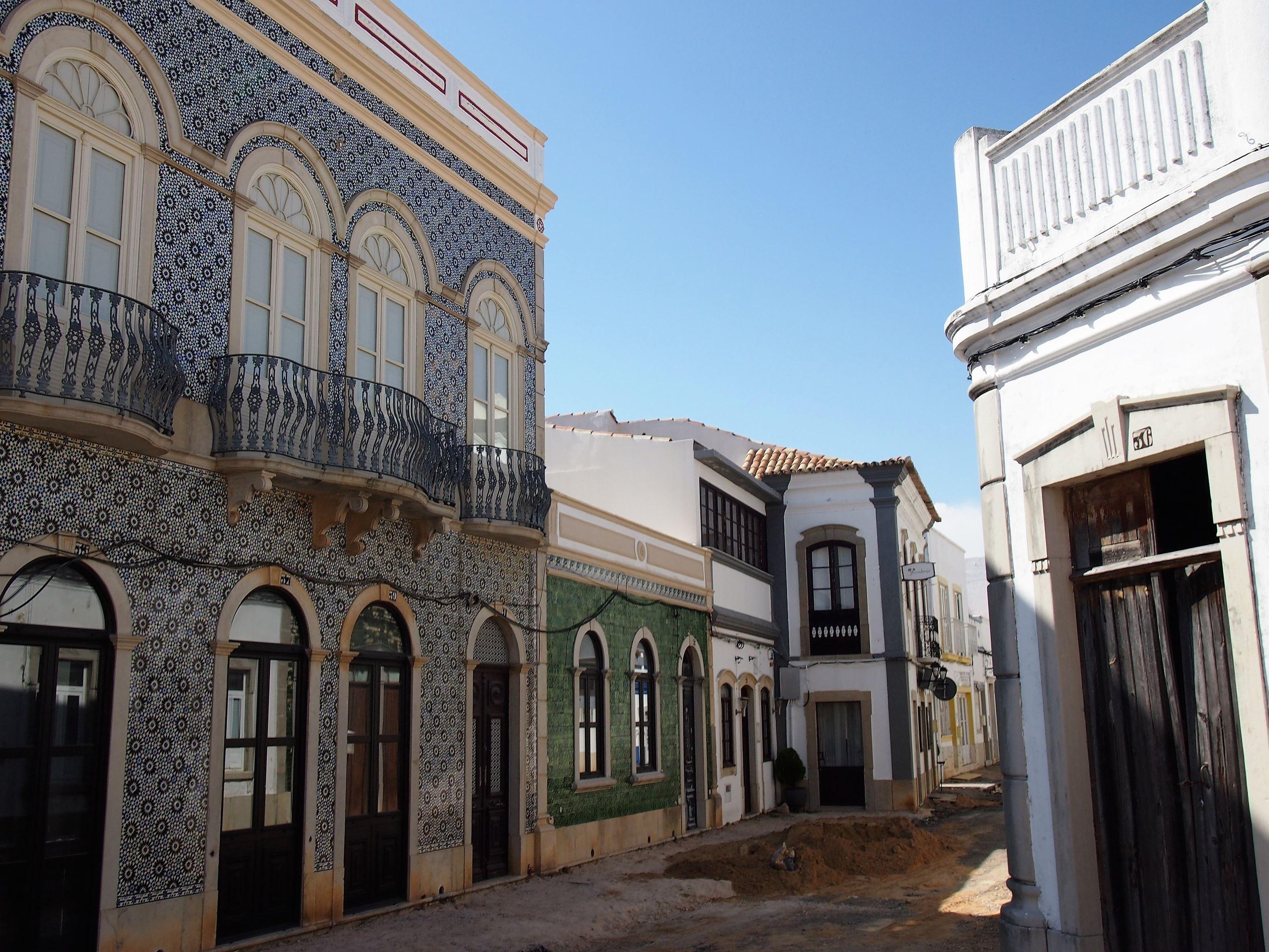 A bonita e tranquila zona da parte antiga da cidade de São Brás de Alportel, com o restaurante Ysconderijo ao fundo