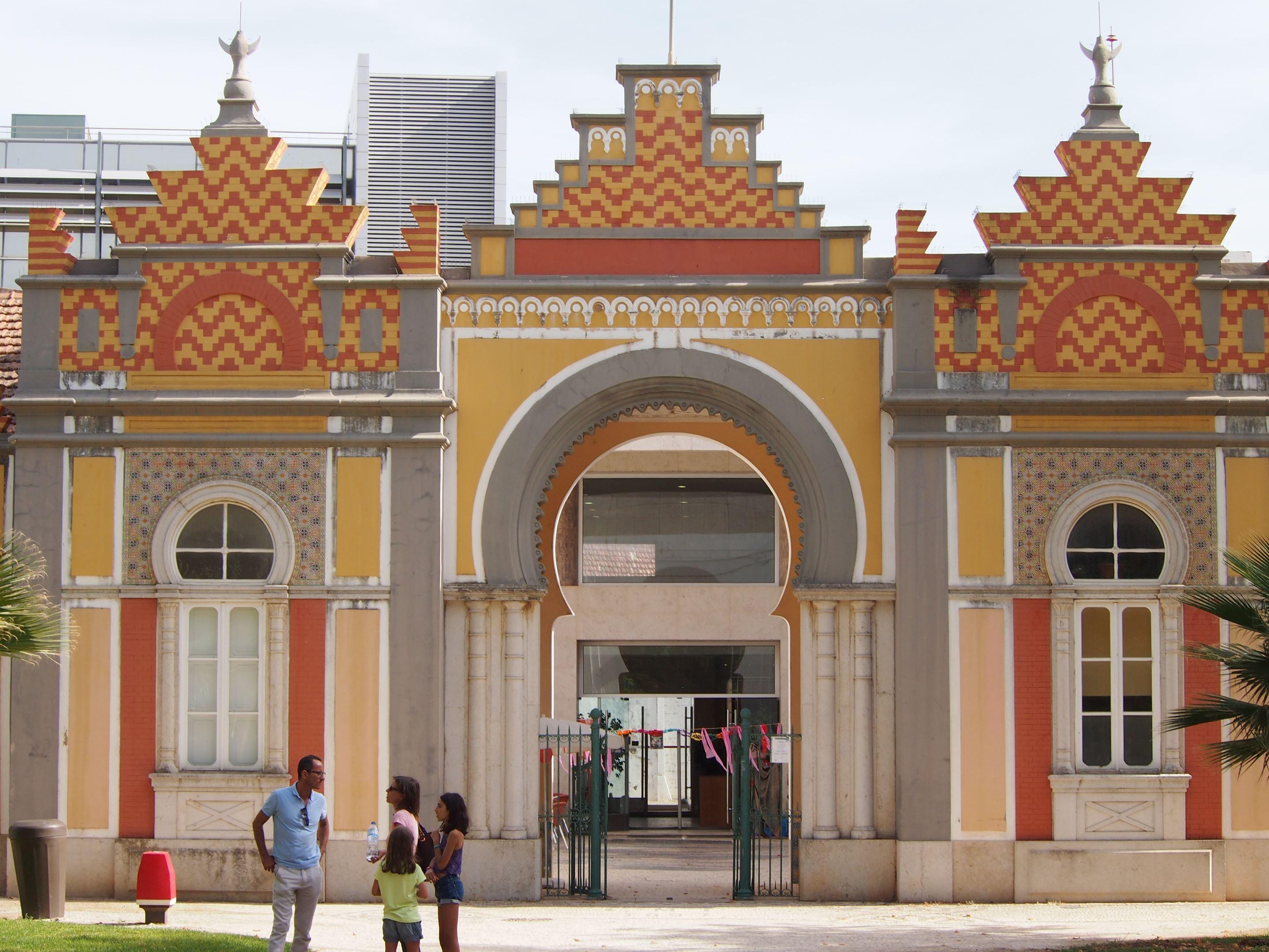 Arab influenced architecture in Jardim da Alameda João de Deus, Faro