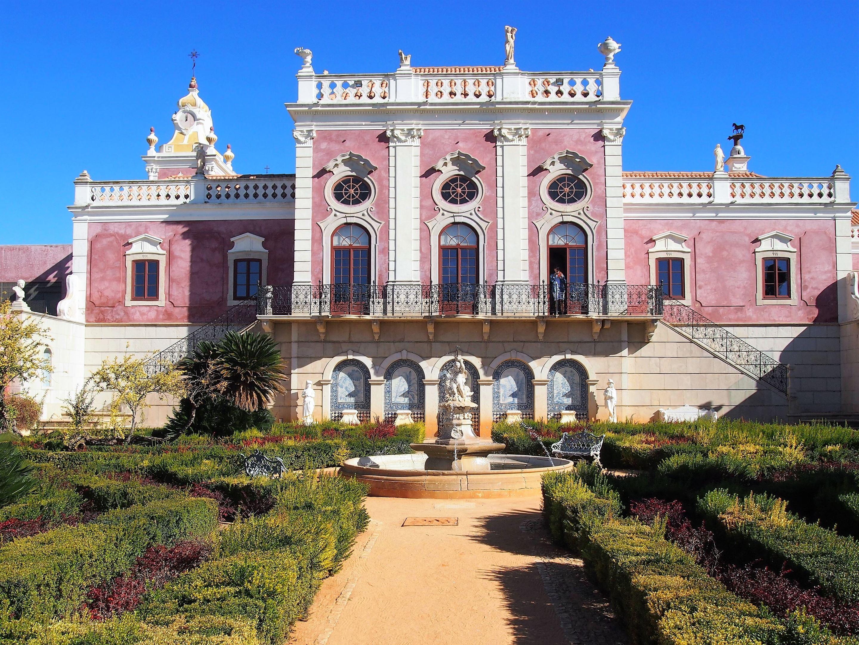 Estoi Palace, located in the centre of Estoi