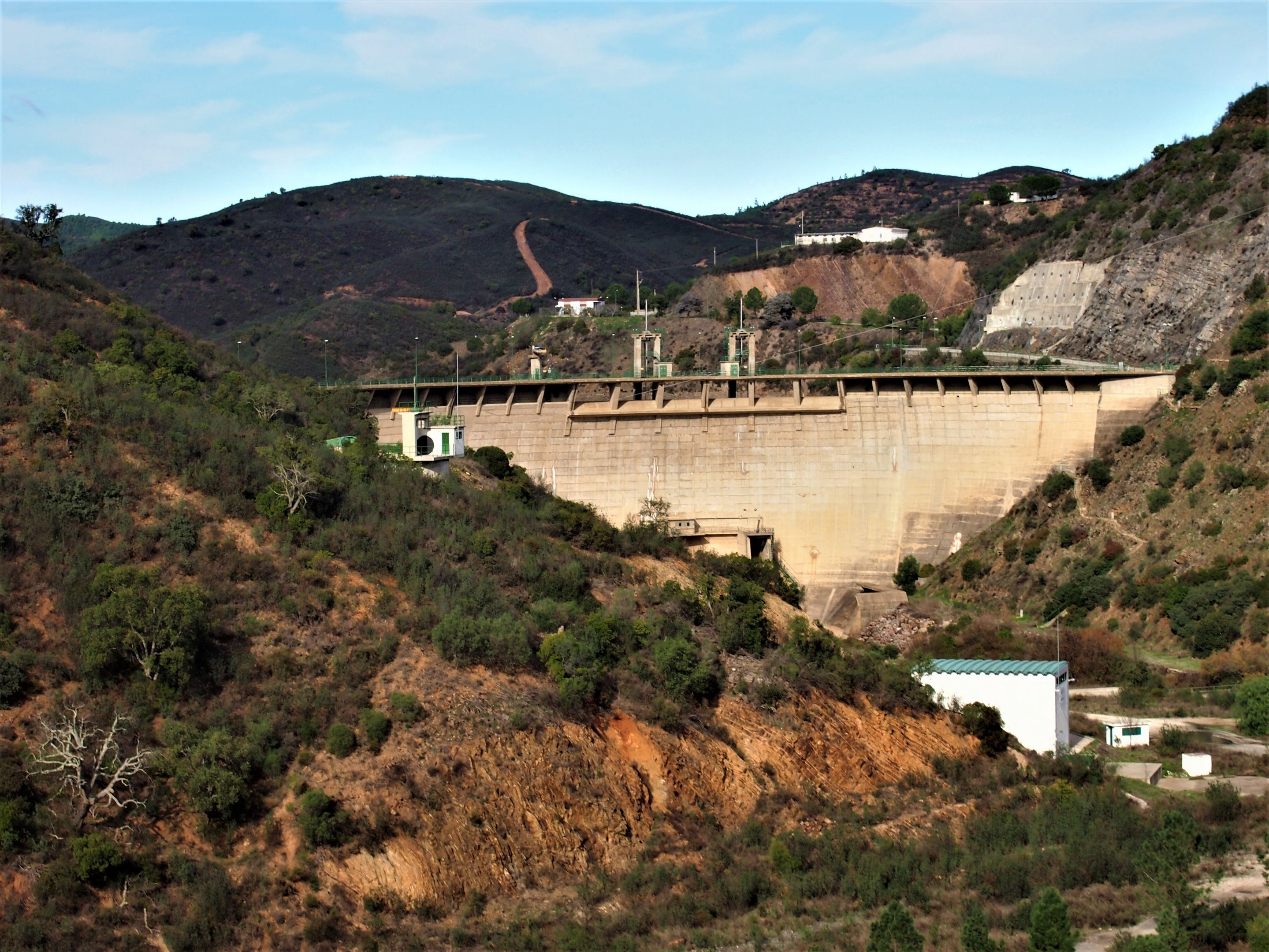 The dam wall. The Barragem do Funcho (or Funcho Dam), near São Bartolomeu de Messines, Algarve.