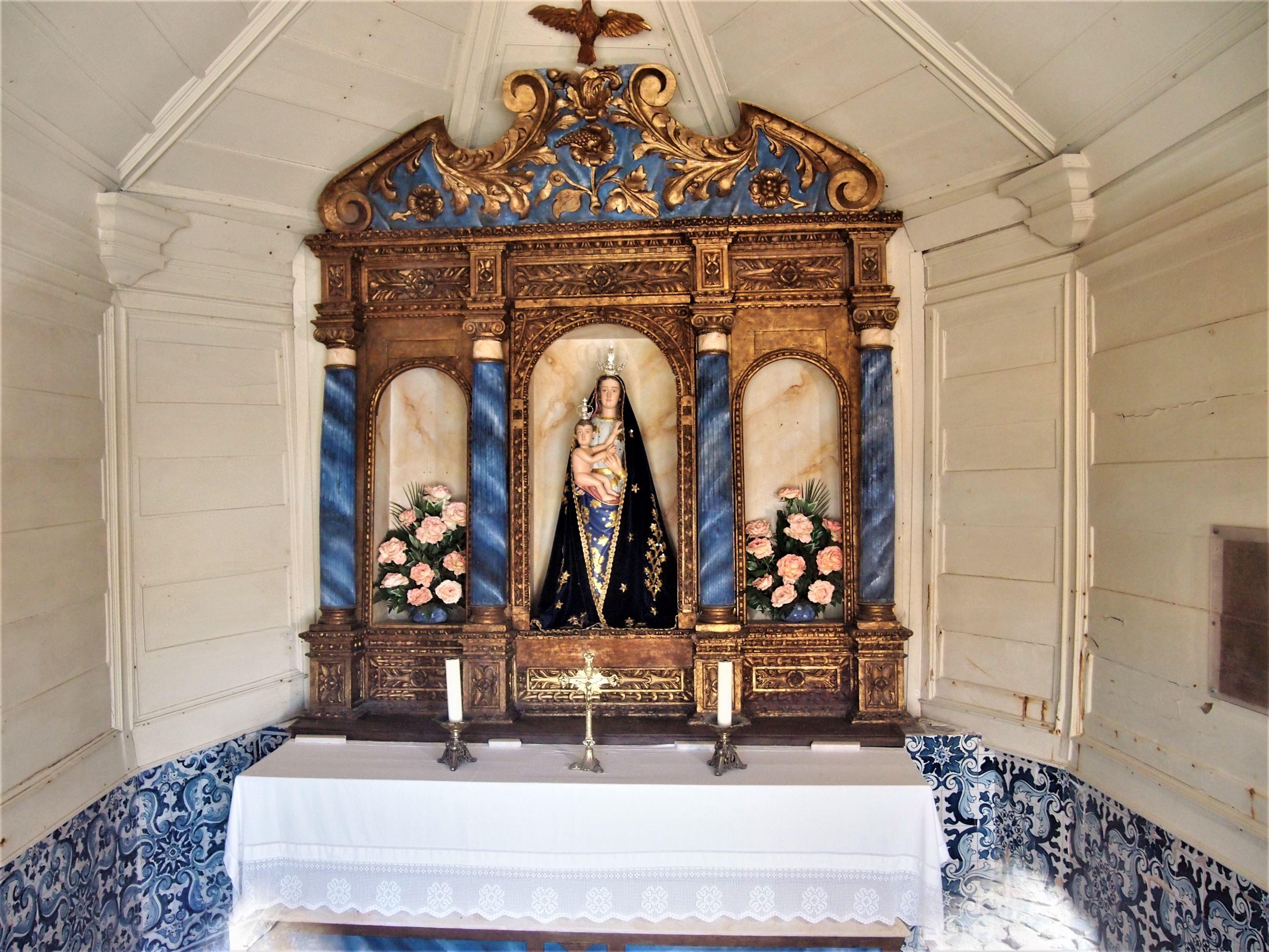 Nossa Senhora da Rocha, Поршеш  - алтарь