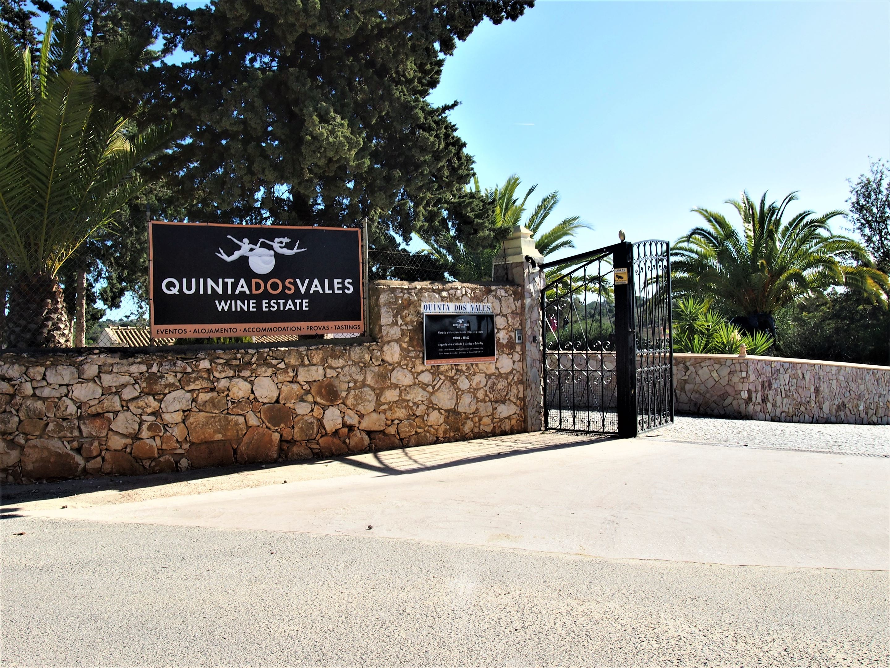 Quinta dos Vales vineyard at Estombar, Algarve (Interested in having your own wine or small vineyard? Then contact us)