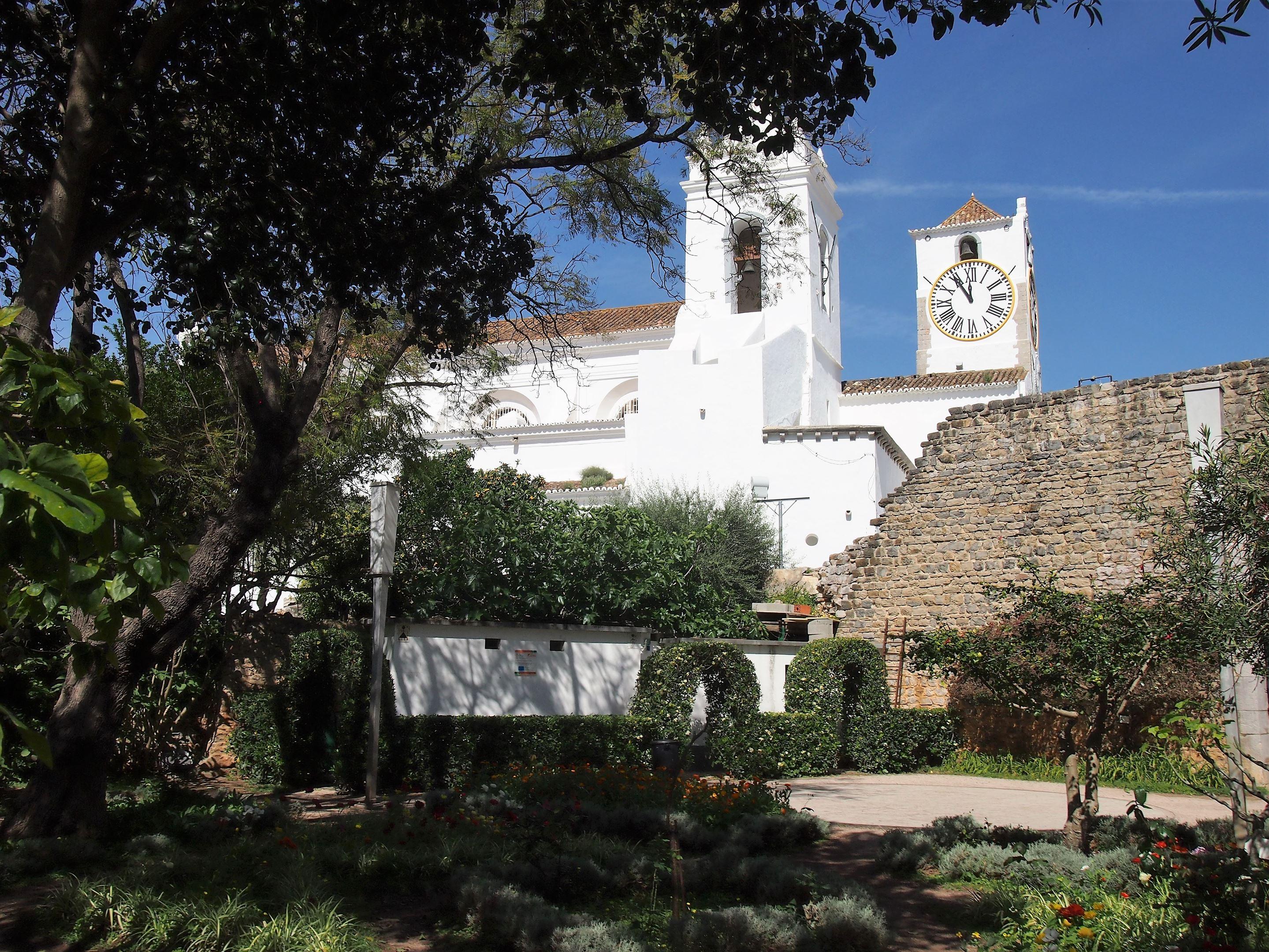 Igreja de Santa Maria do Castelo, l'église de Santa Maria, près des ruines du château de Tavira.