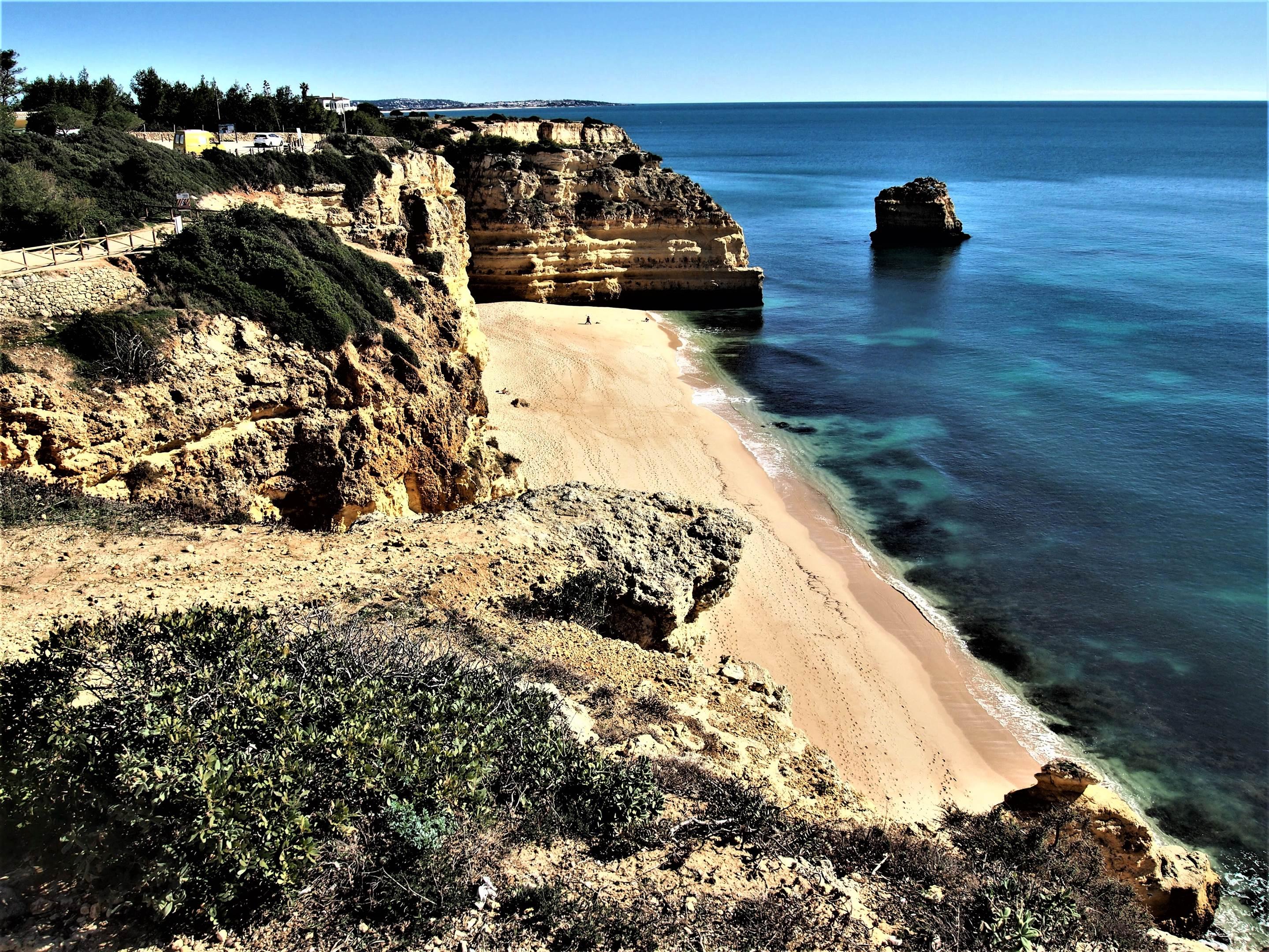 Praia da Marinha, вид на восток
