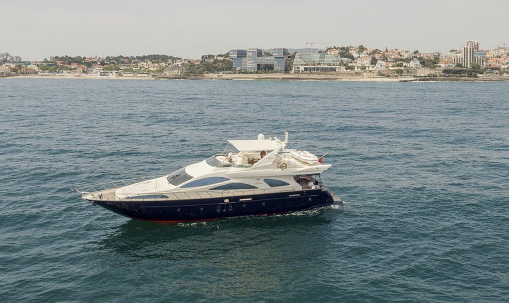 Un yacht Azimut 80 en Algarve
