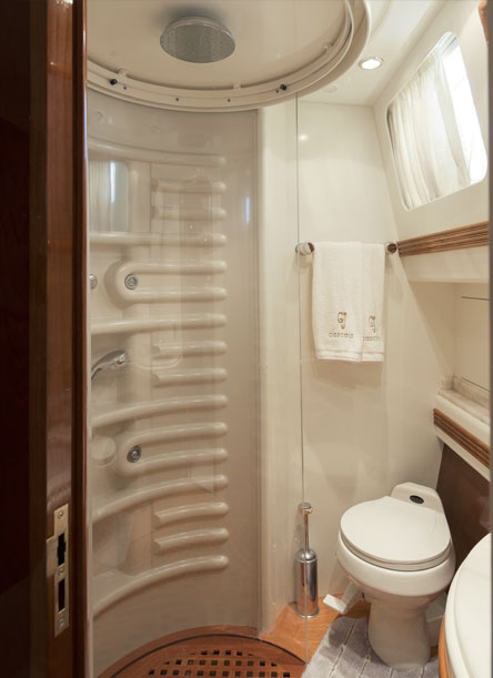 Azimut 80 Bathroom