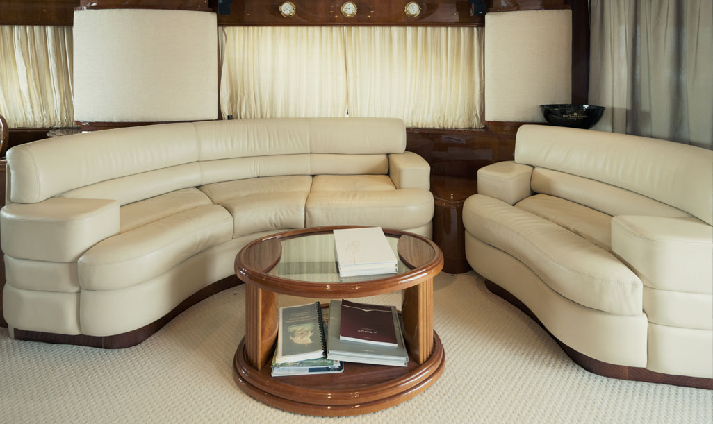 Azimut 80 Sitting Area