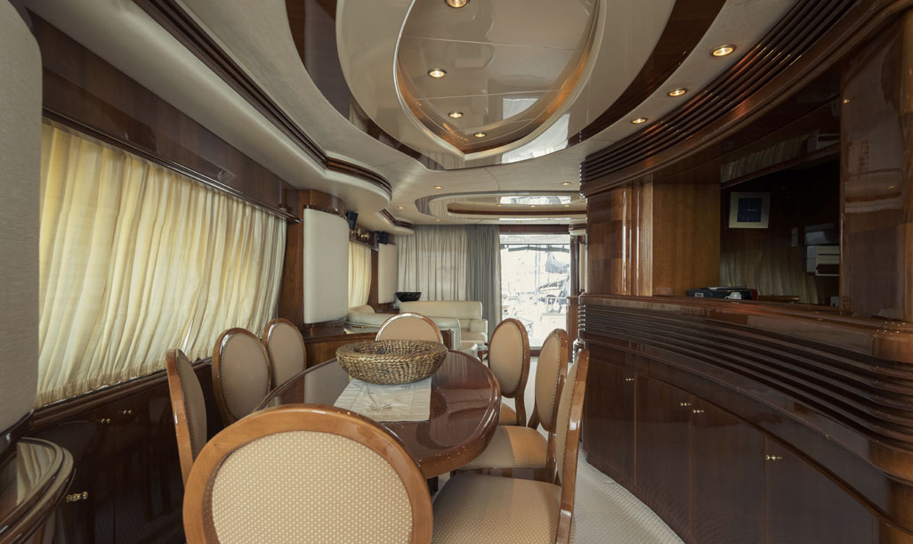 Azimut 80 Dining Area