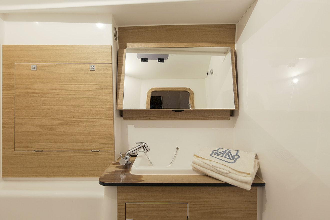 Dufour Grand Large 460 Bathroom