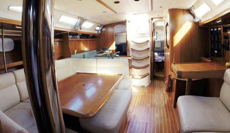 intérieur voilier Jeanneau 43