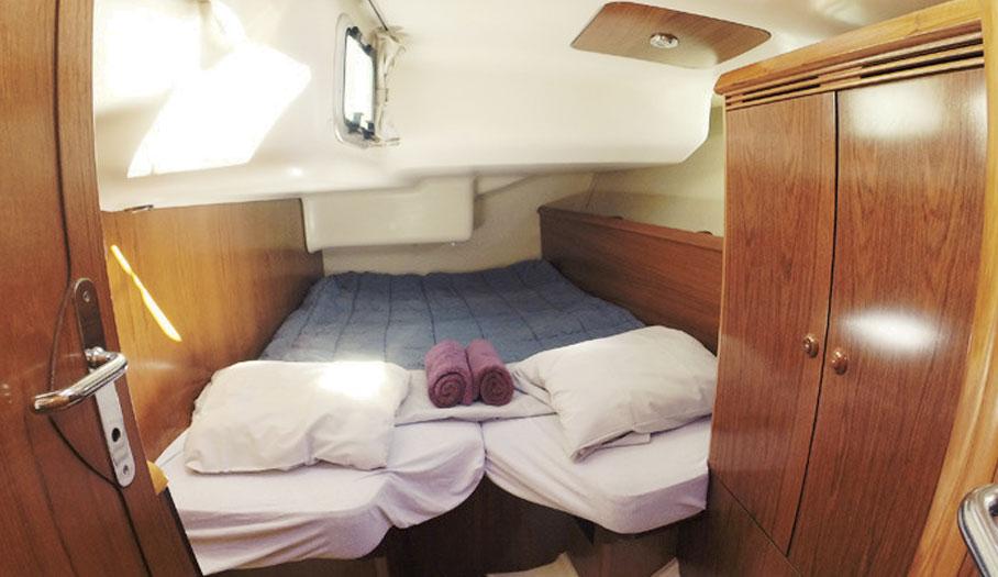 Jeanneau 43 Sailing Yacht Bedroom