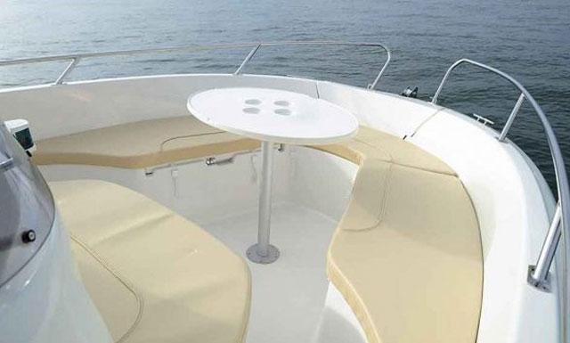 Jeanneau CC 625 Motor Boat in Algarve