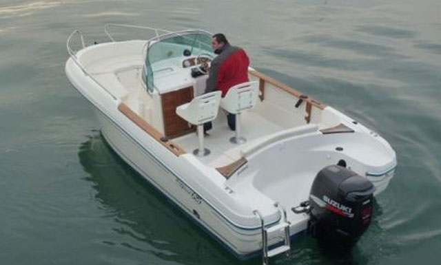 Jeanneau CC 625 Motor Boat Hire in Algarve