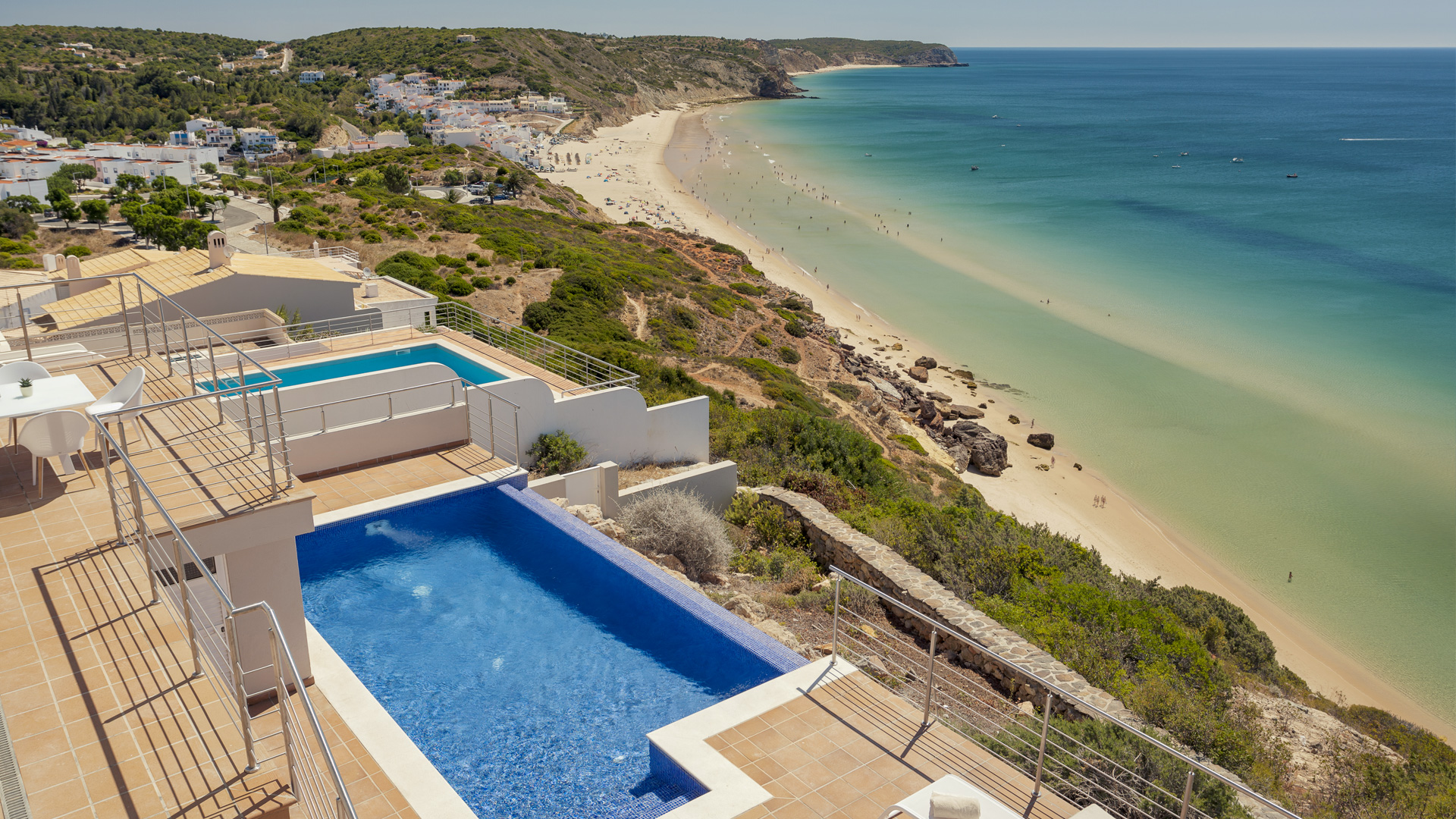 Mar à Vista terrace, pool and beach