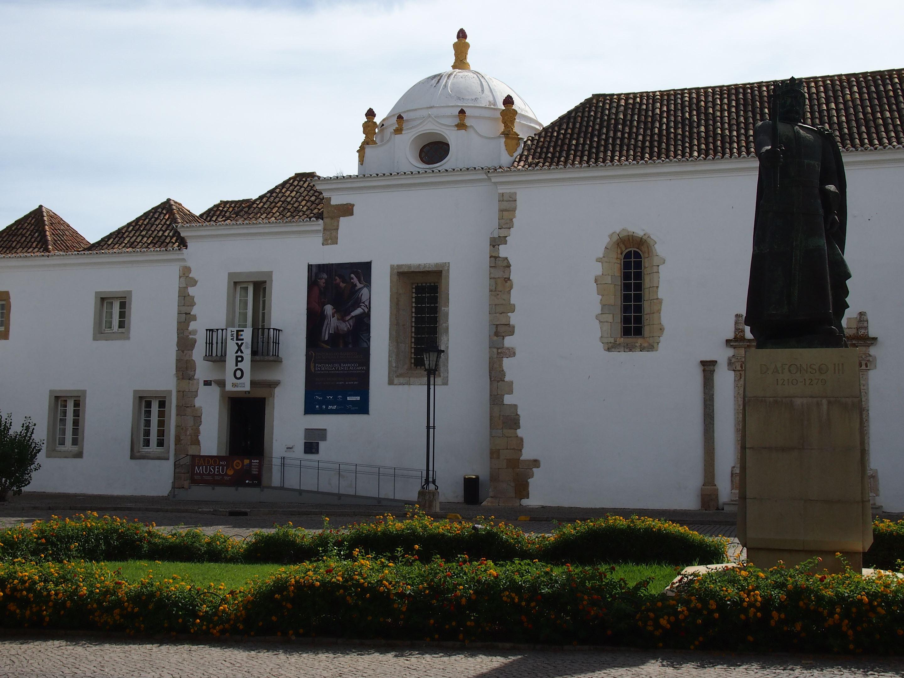 Museu Municipal de Faro (Faro Municipal Museum), formerly a convent, Nossa Senhora da Asunção Convent, dating back to the 16th century.