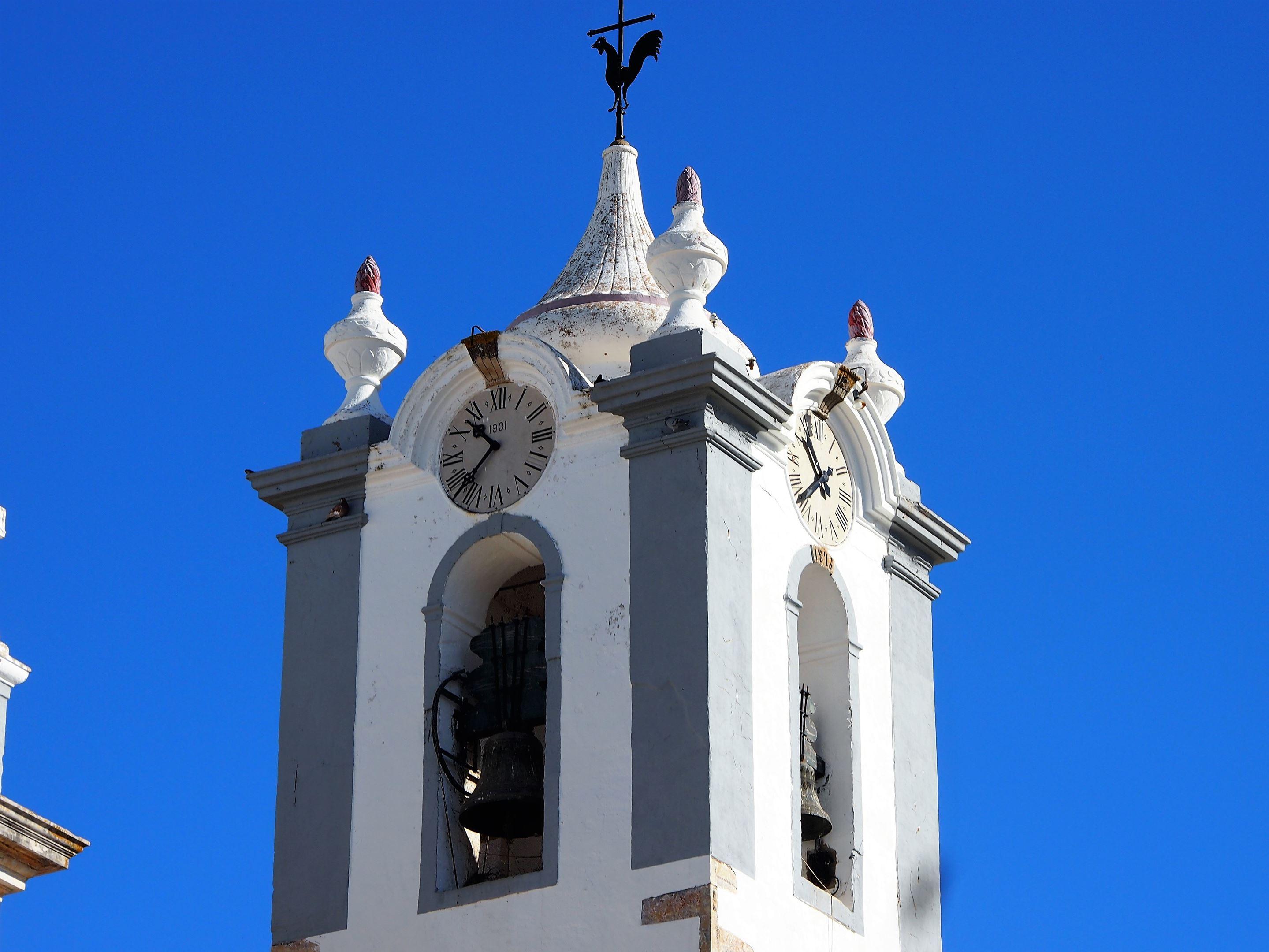 La tour de l'horloge de l'Igreja Matriz de Estoi