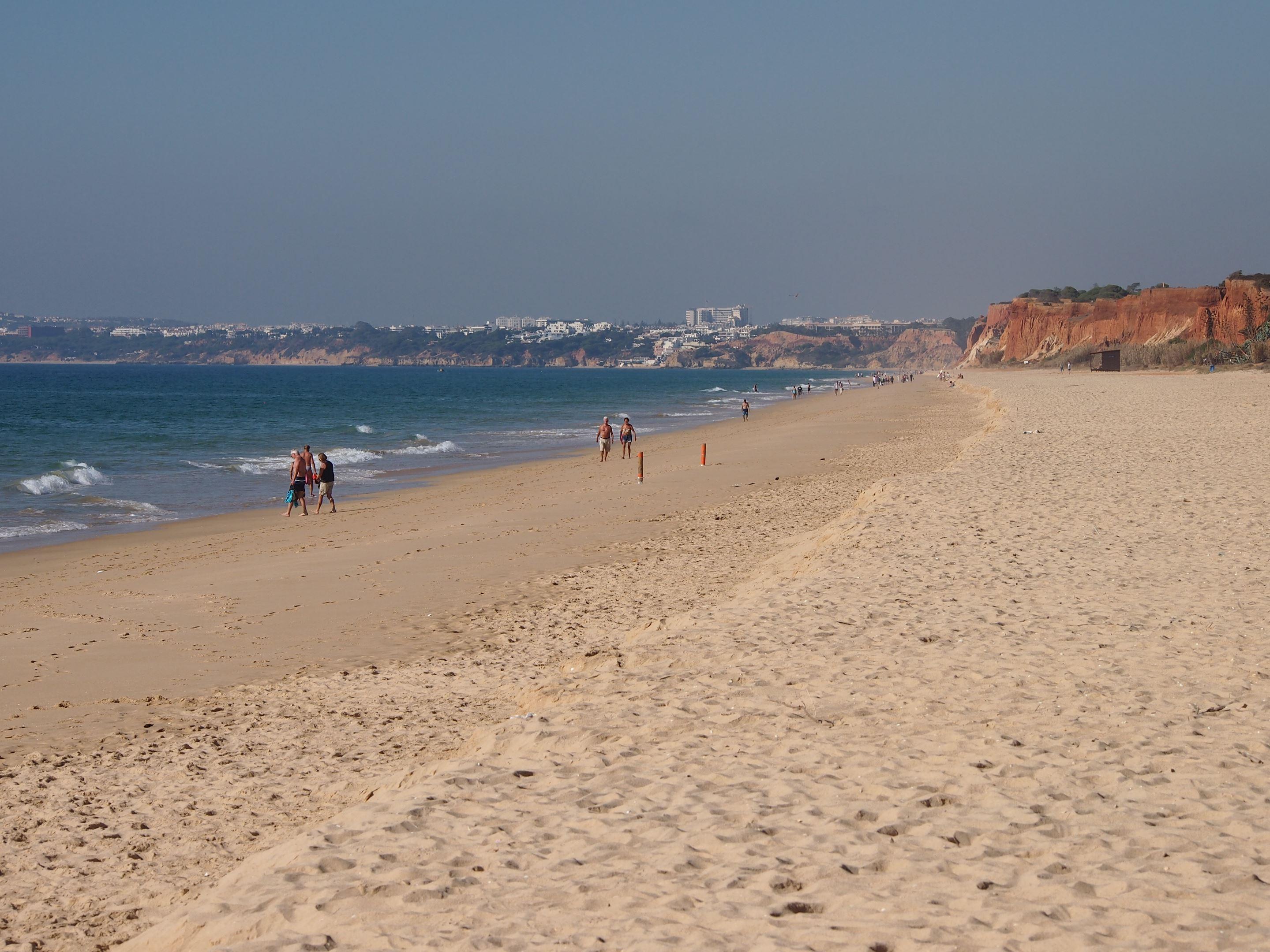 Plage de Falesia, Vilamoura. Praia signifie plage en portugais