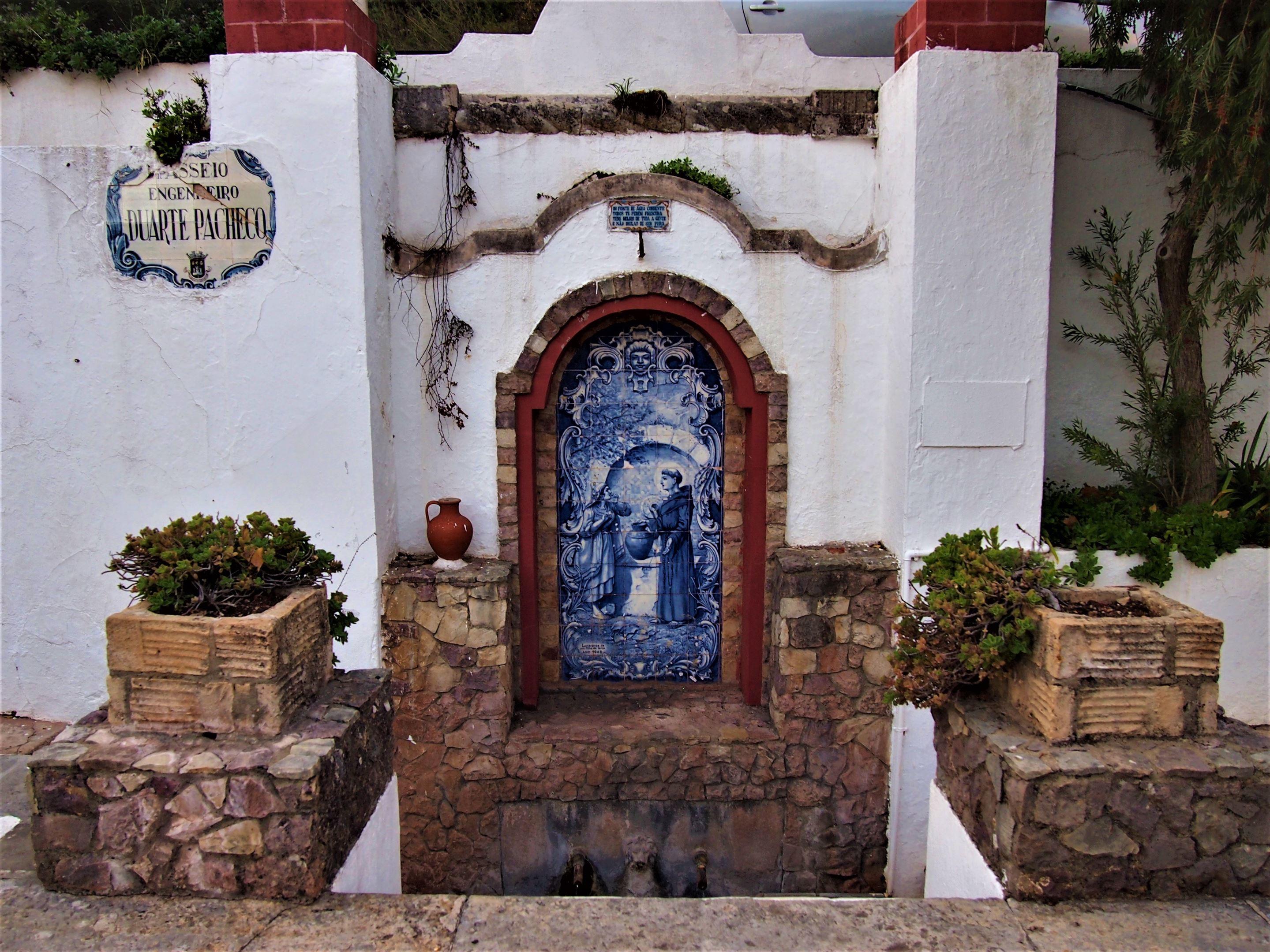 Fontaine d'eau courante ... Alte, Algarve