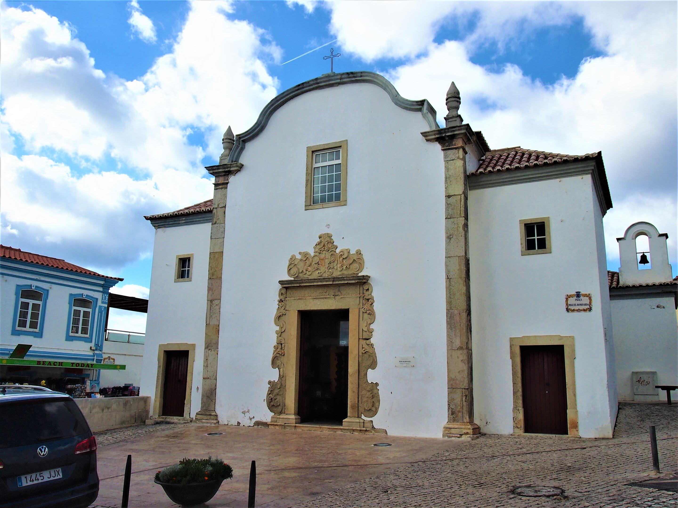 Igreja de São Sebastião, церковь, в которой находится Музей духовного искусства, Албуфейра.