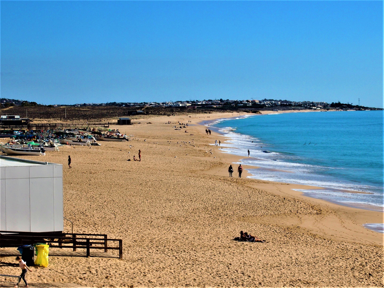 Looking east, Praia Armação de Pêra, with Praia Grande in the distance