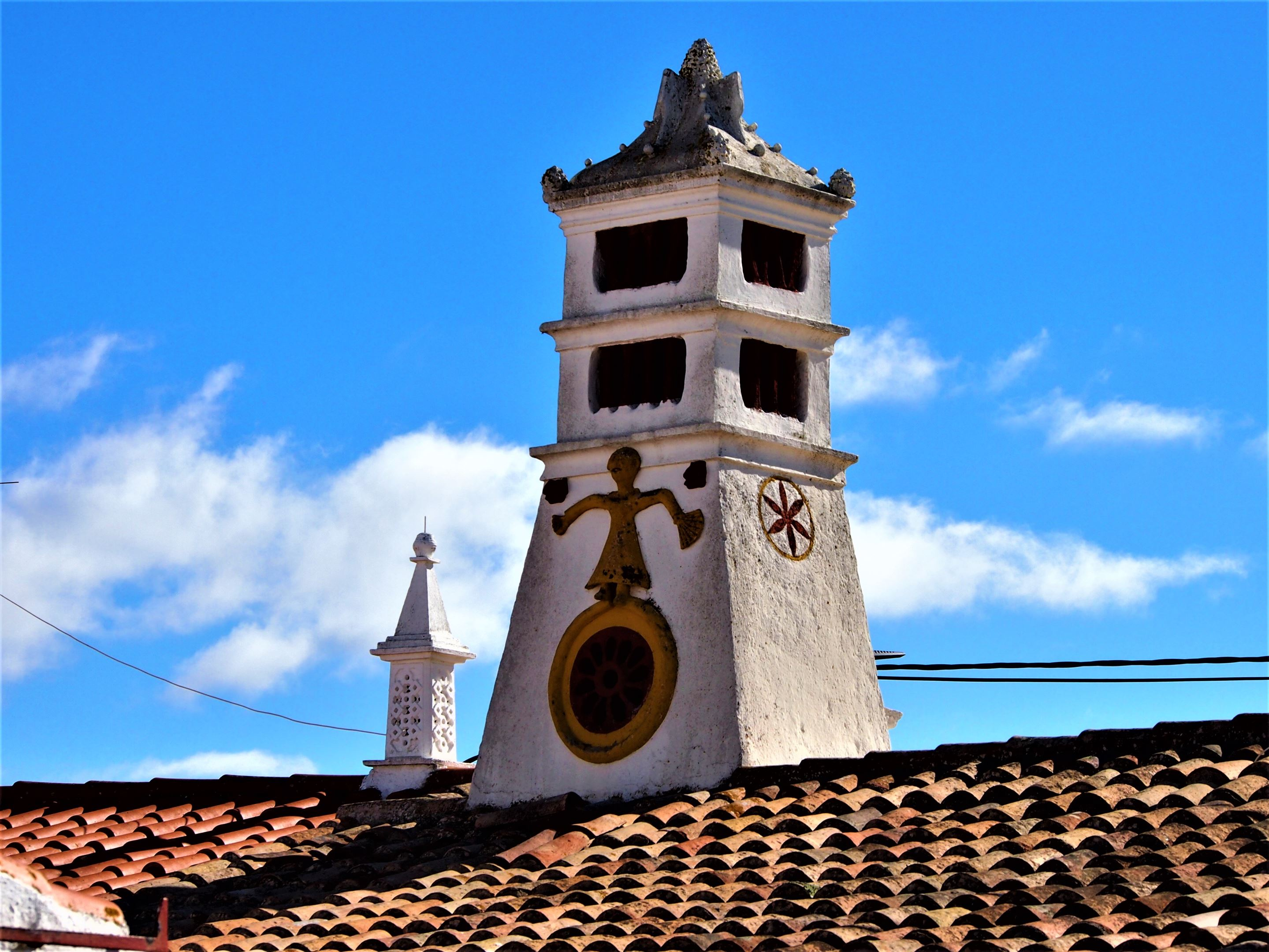 Chimenea ornamentada, Porches