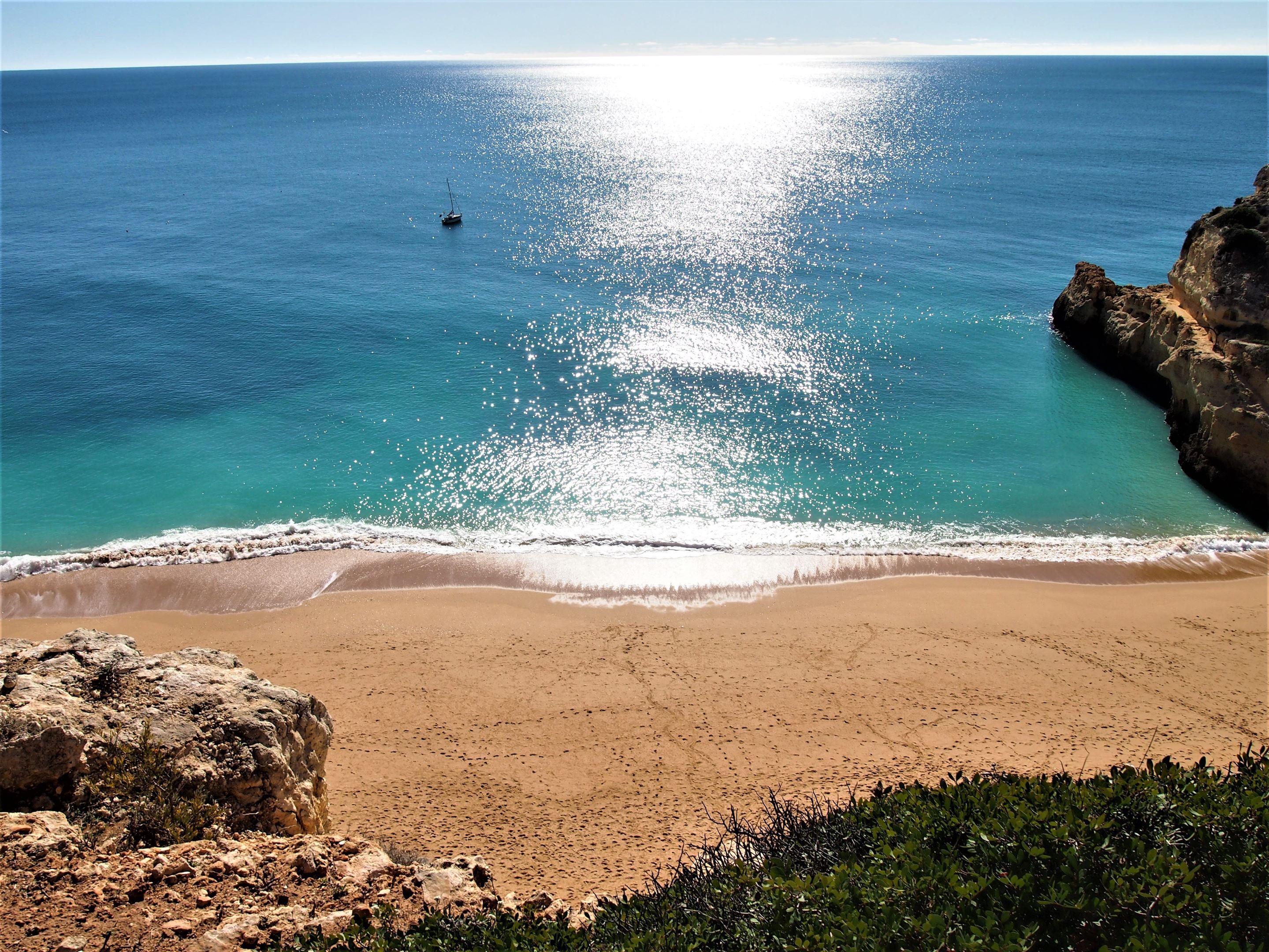 Vista para a Praia de Benagil - a partir  do Percurso dos Sete Vales Suspensos
