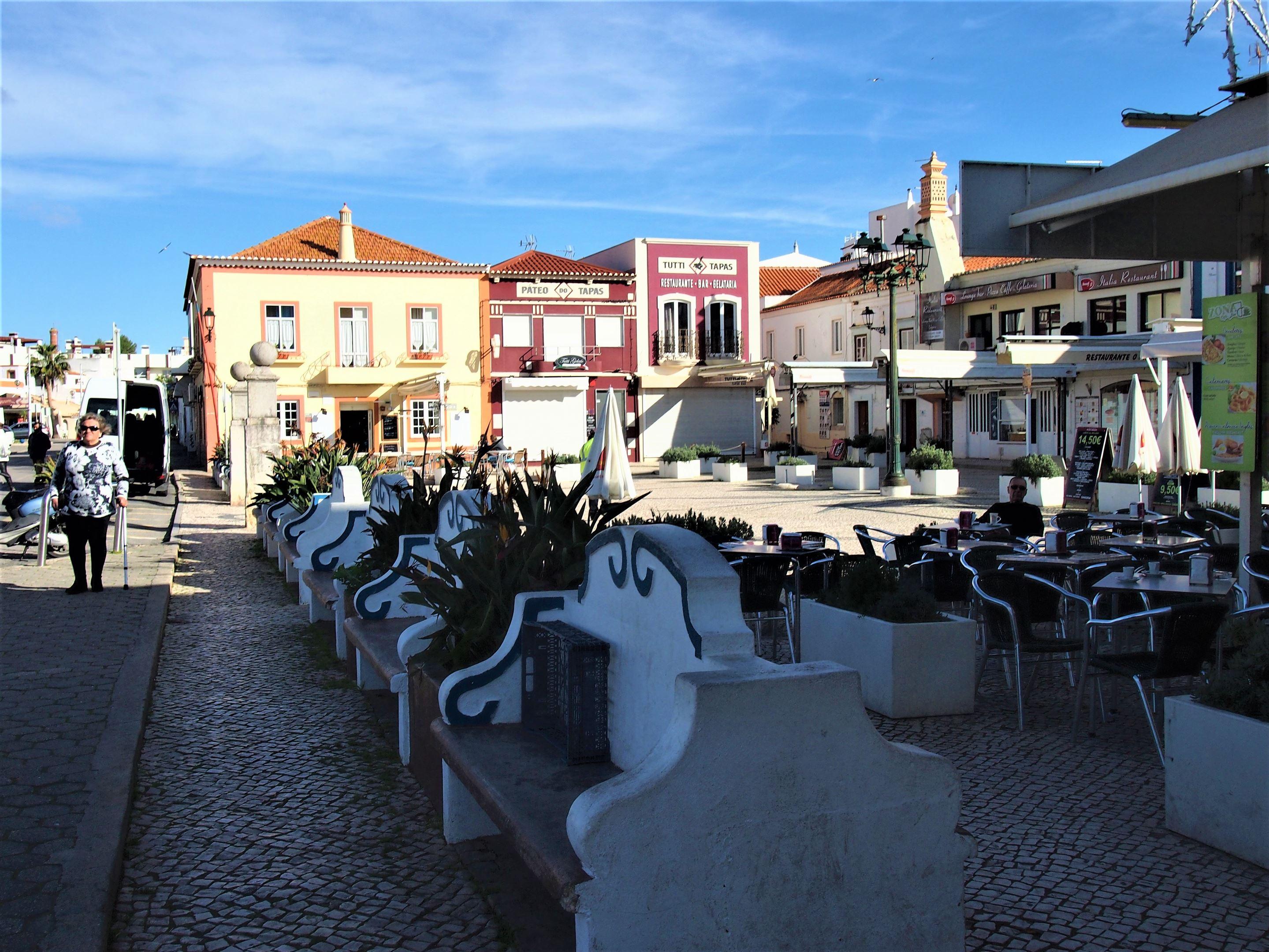 Praça Rainha Dona Leonor, Ferragudo