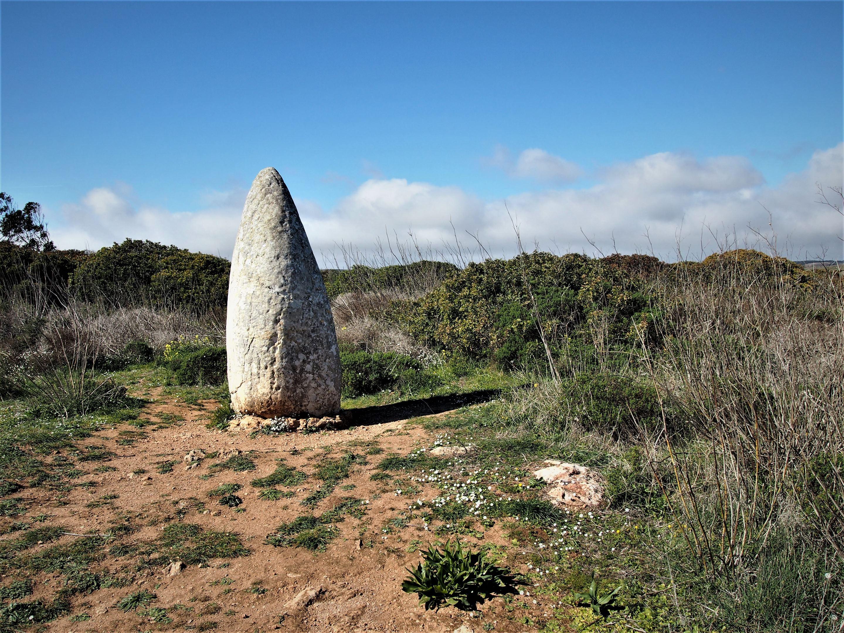 Menir do Padrão, Raposeira, zona oeste do Algarve. Datado do 3º ou 4º milénio dC