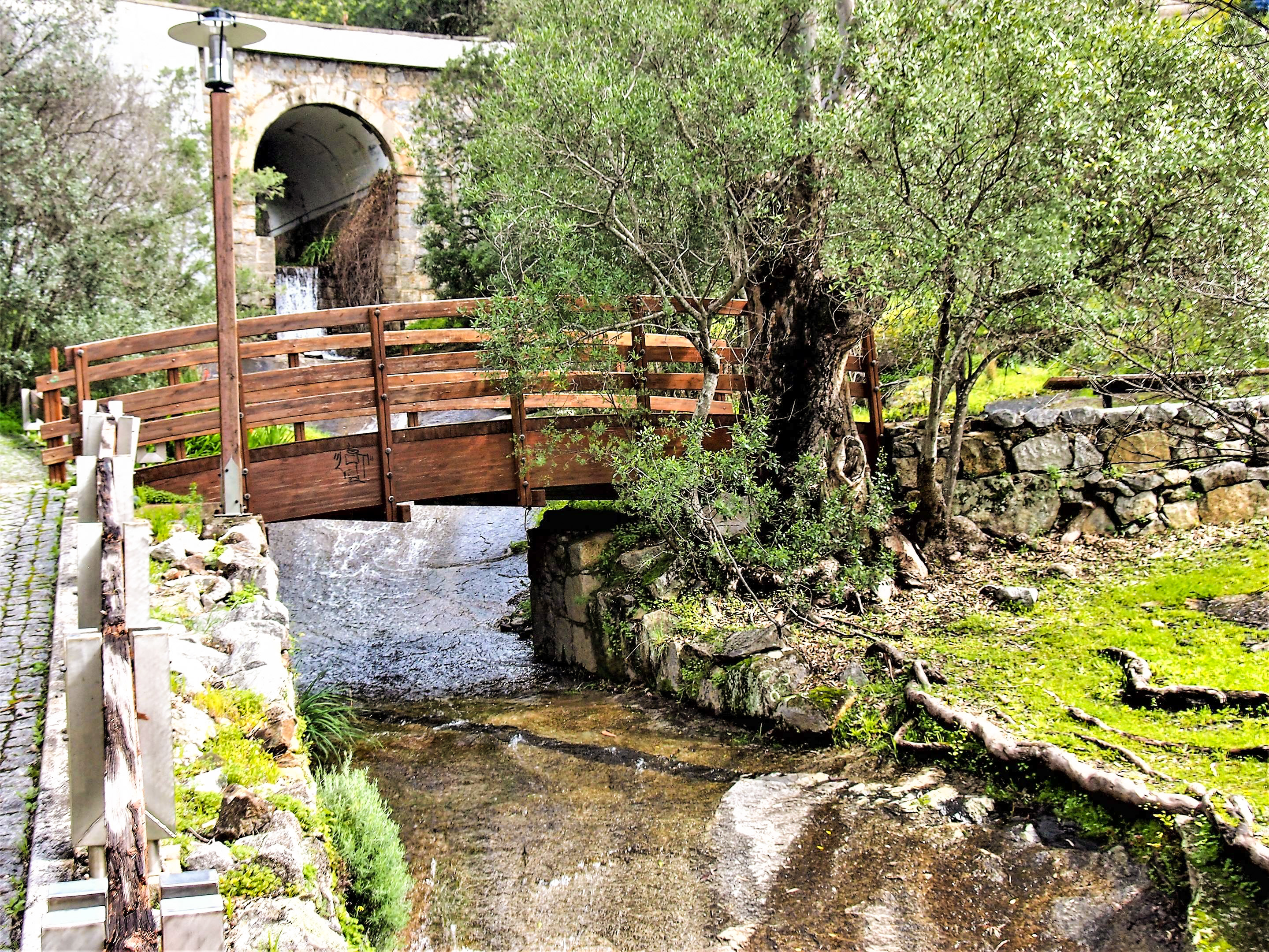 Cascadas y manantiales en Caldas de Monchique, un pequeño pueblo a los pies de la Serra de Monchique.
