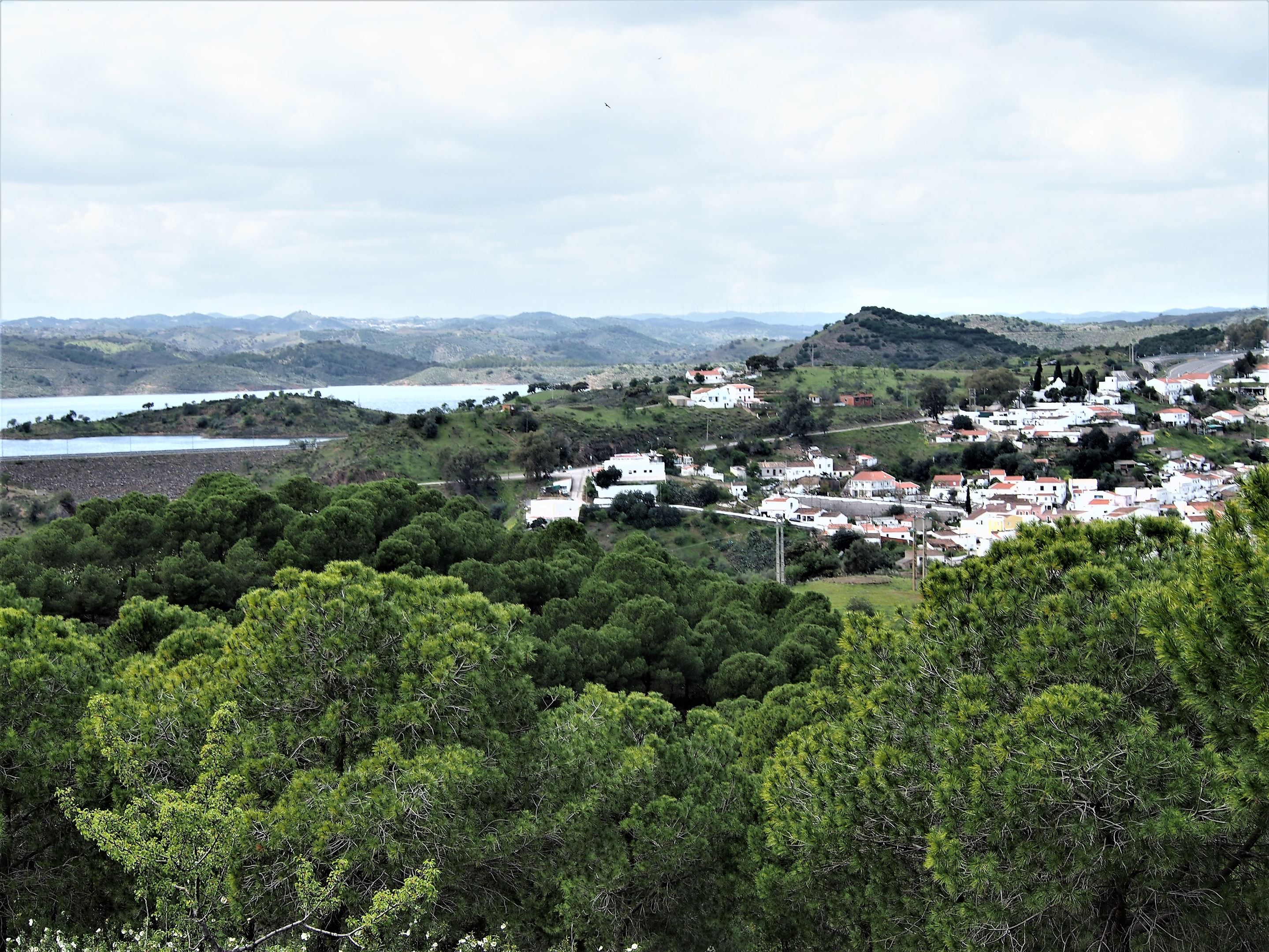 Barragem de Odeleite or the Odeleite Dam, with the village of Odeleite on the right side of the picture