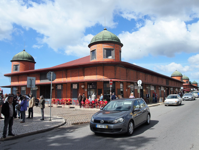 Mercado de Olhão con dos edificios, uno para las hortalizas y otro para el pescado