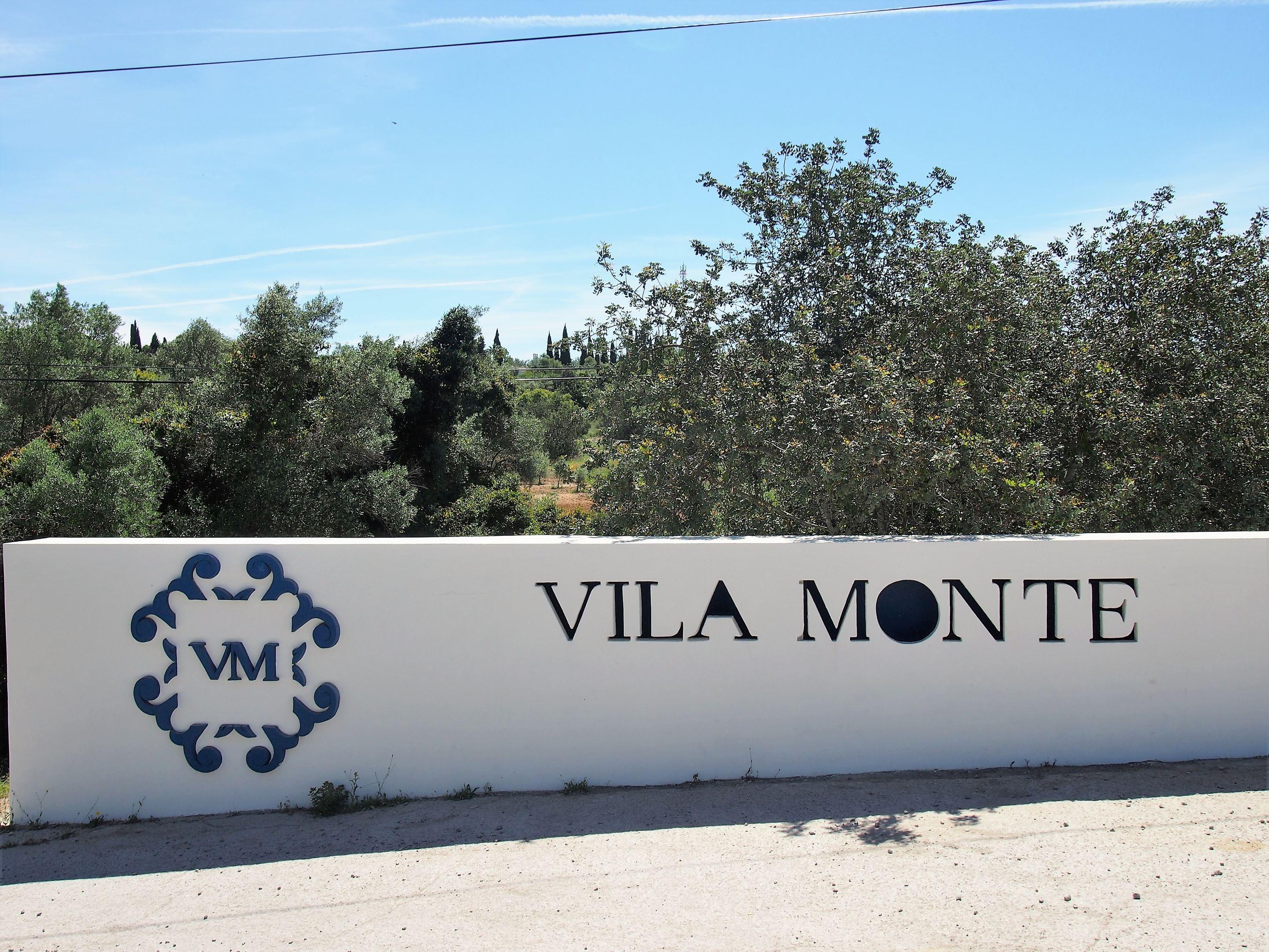 Entrada de Vila Monte, cerca de Olhão