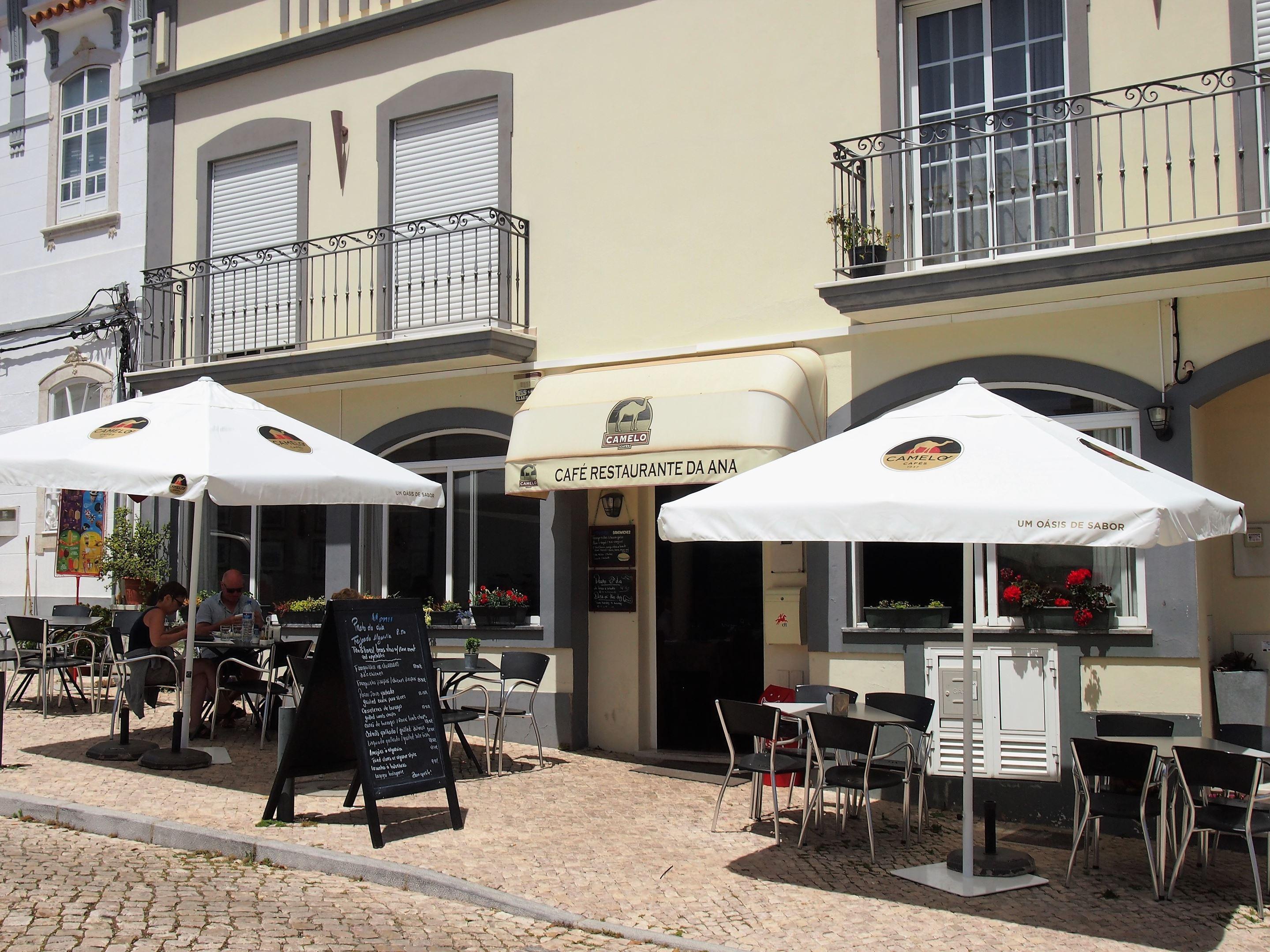 Se não pretende tomar uma refeição na Casa do Povo, então tente o Restaurante Da Ana, situado na Praça da República, Moncarapacho
