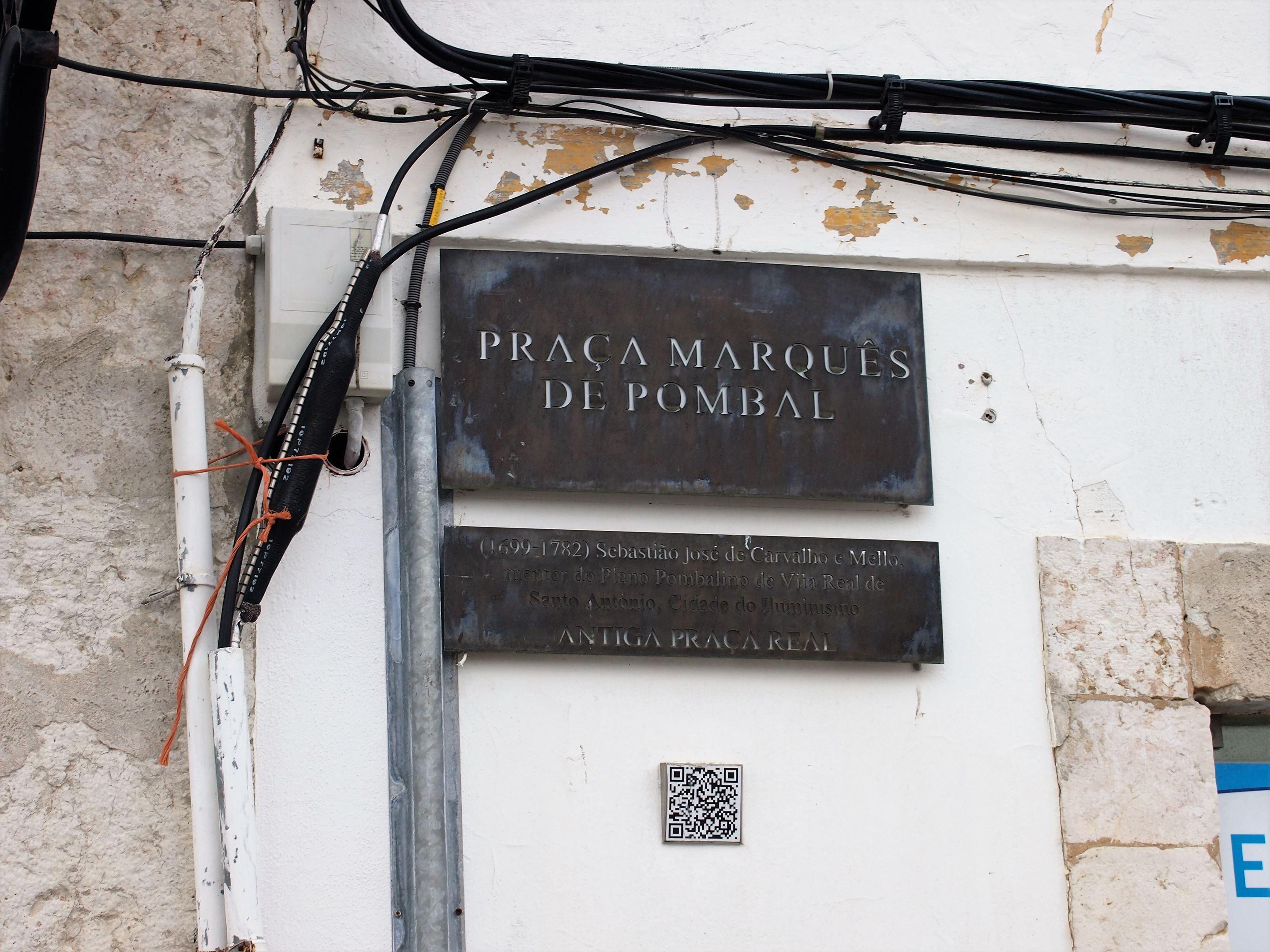 Praça Marquês de Pombal, em homenagem a Sebastião José de Carvalho e Mello, o Marquês de Pombal. Ex-embaixador no Reino Unido e Primeiro-ministro. Aboliu a escravatura em Portugal