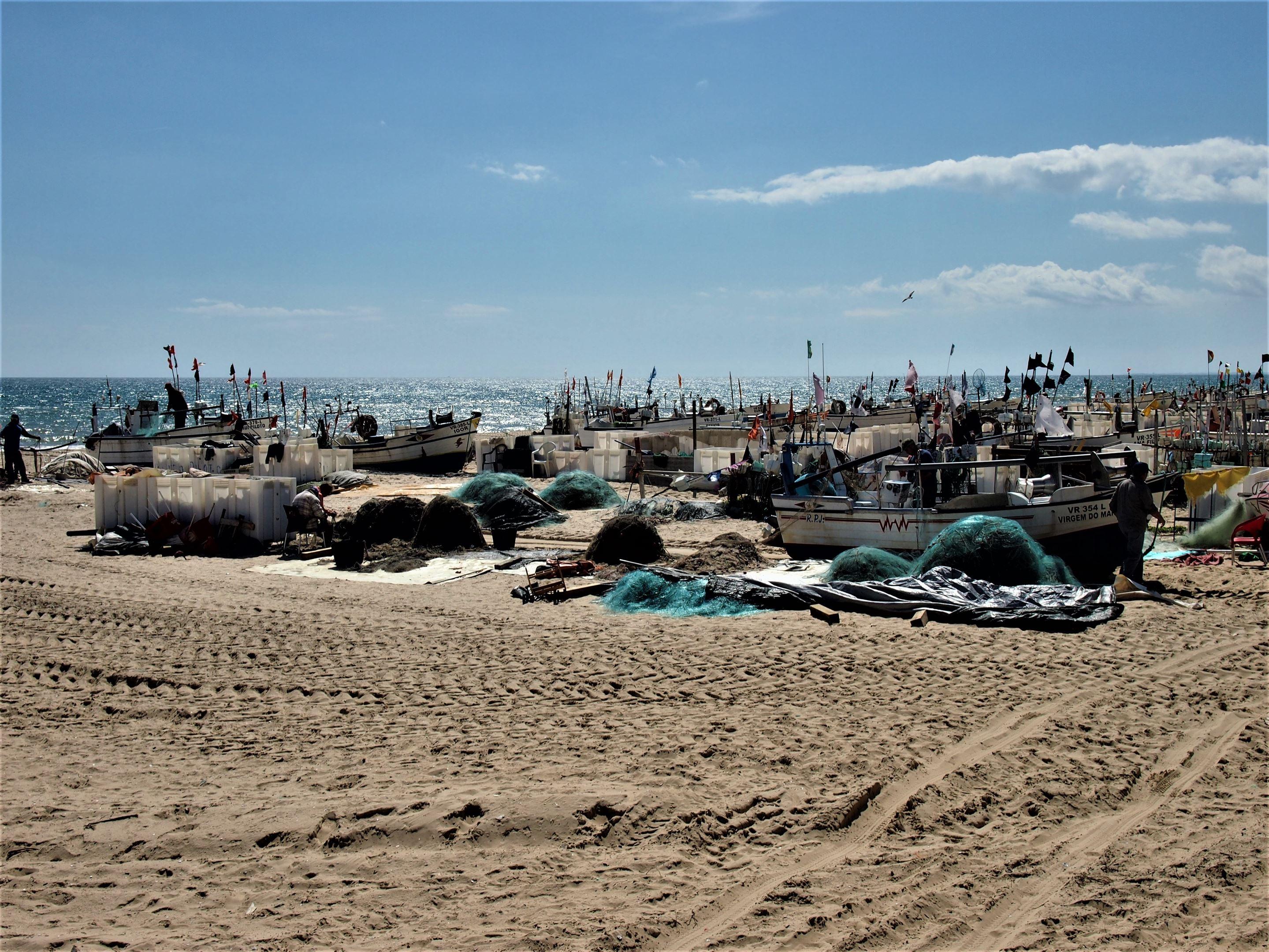 Barcos de pesca na Praia de Monte Gordo