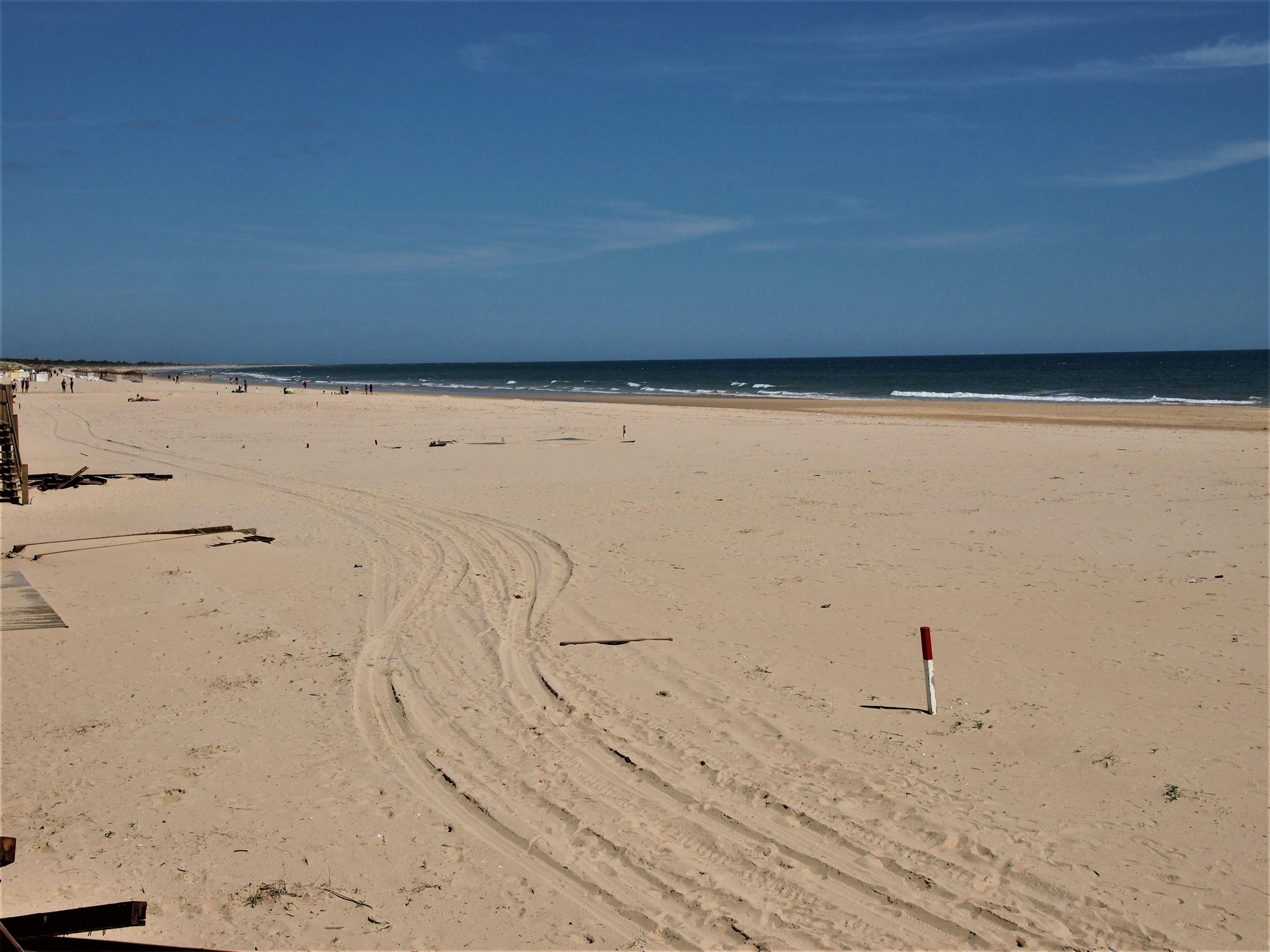 Praia de Monte Gordo, com vista para leste ao longo da costa em direção a Espanha