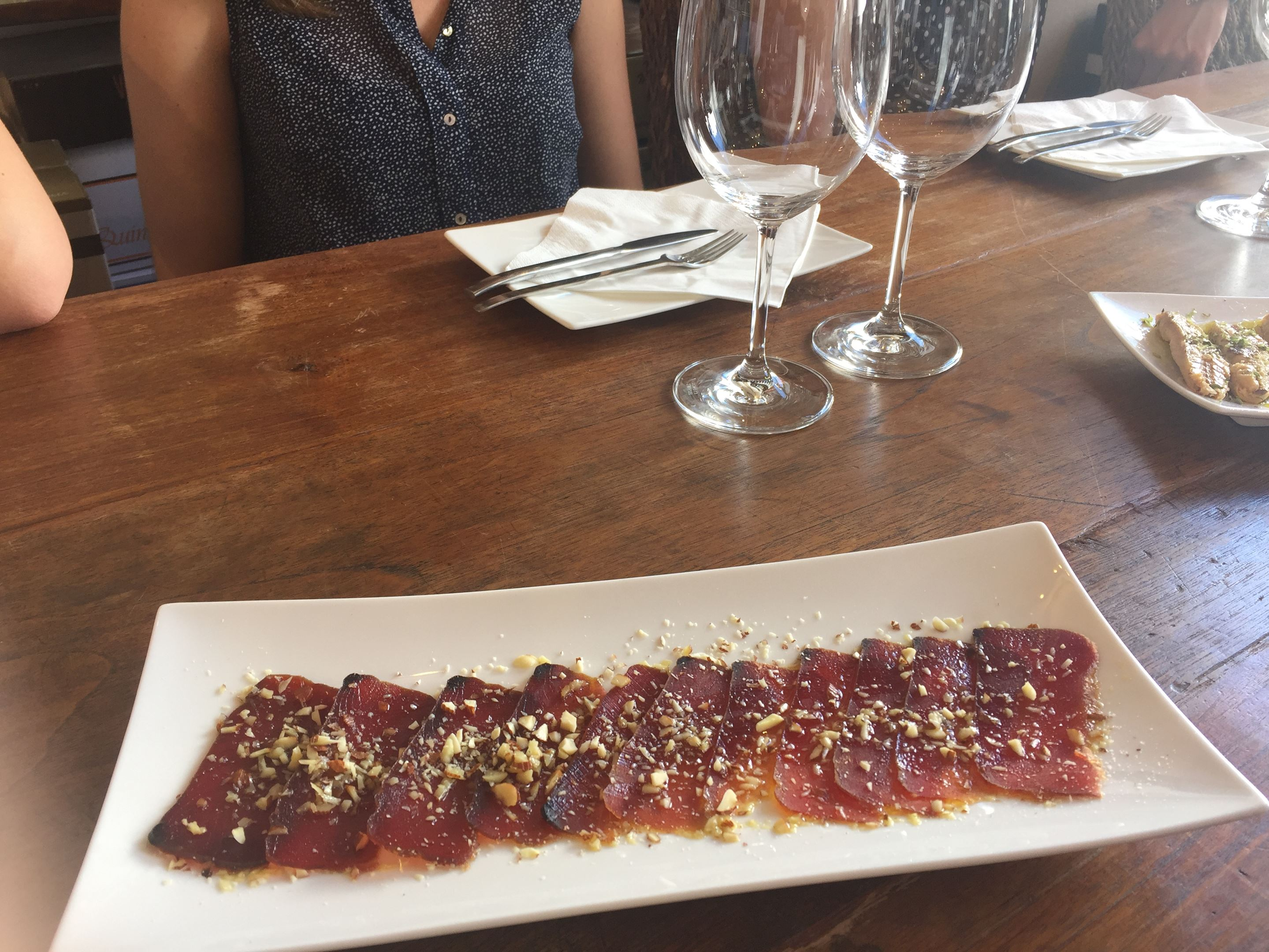Carpaccio of tuna with crushed almonds